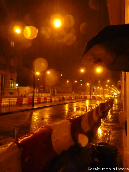 par une nuit de travaux et de pluie