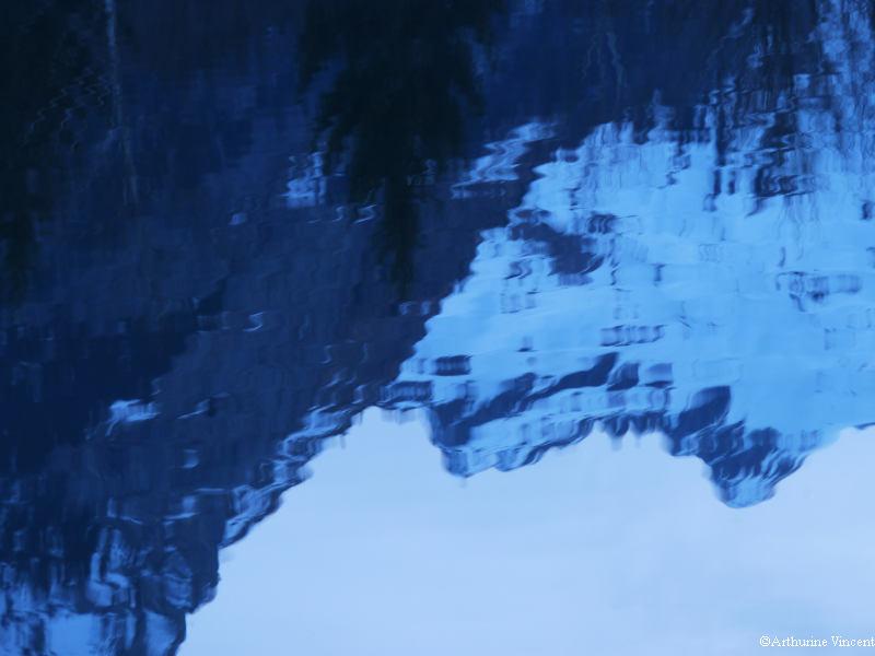 Reflet dans un lac gelé