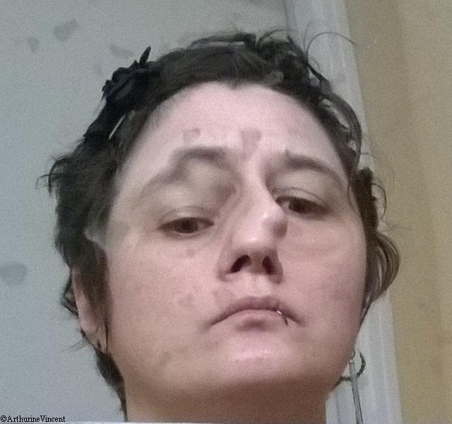 Fracassée - autoportrait au miroir brisé